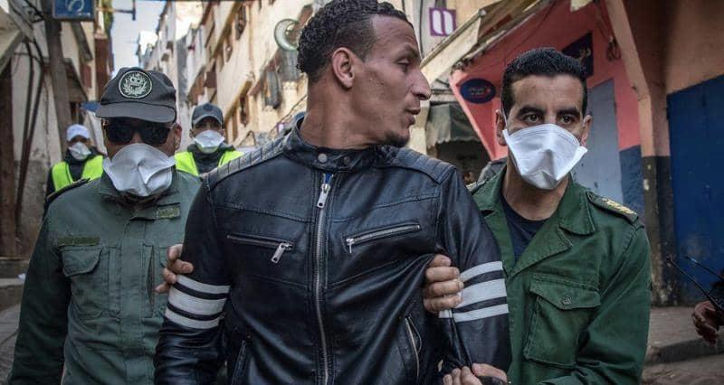 """صورة خرق """"إجراءات كورونا"""" يقود 1.5 مليون شخص إلى الاعتقال بالمغرب"""