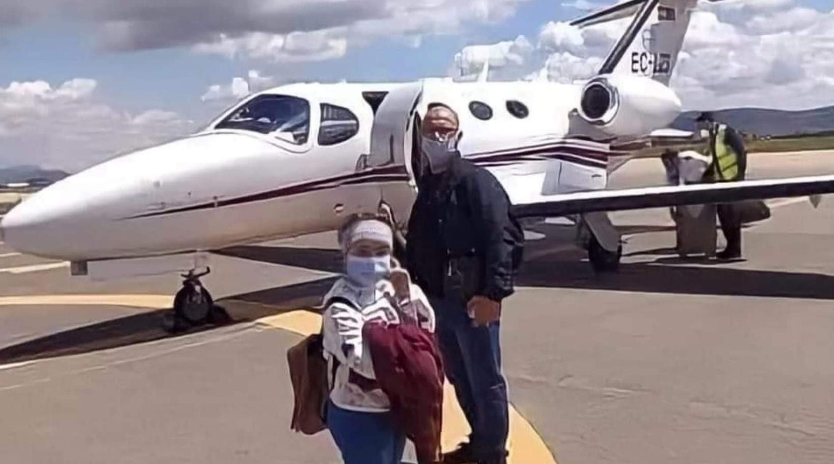 صورة بفضل المحسنين .. طائرة خاصة لنقل طفلة مريضة بورم سرطاني من الناظور إلى ألمانيا