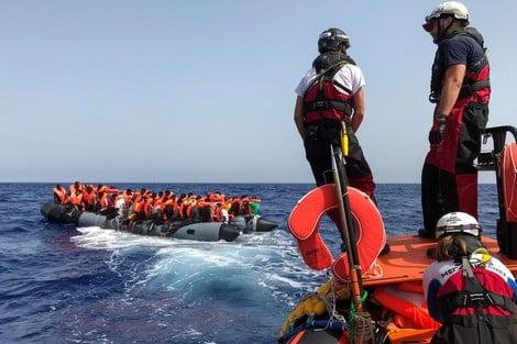 صورة وصول 70 مغربيا ضمنهم أسر بأكملها إلى سبتة عبر البحر