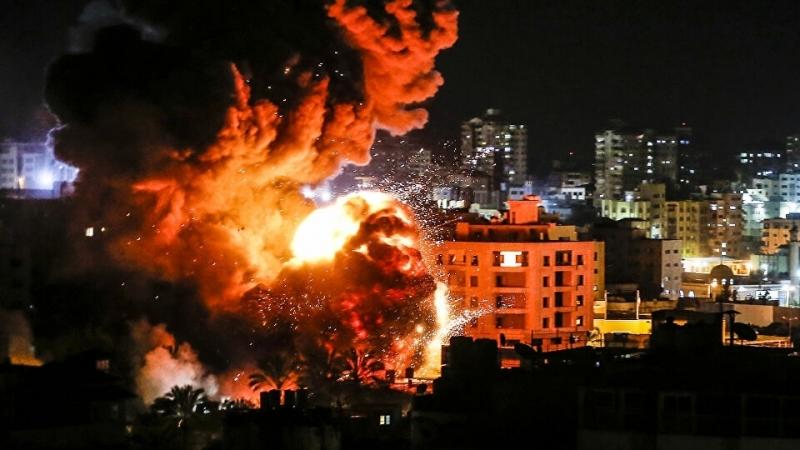 """صورة المقاومة الفلسطينية تشعل سماء """"تال أبيب"""" بالصواريخ"""
