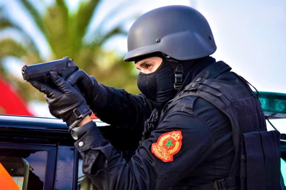 صورة إطلاق الرصاص بأكادير لتوقيف مسلح هاجم عناصر الشرطة بسلاح أبيض