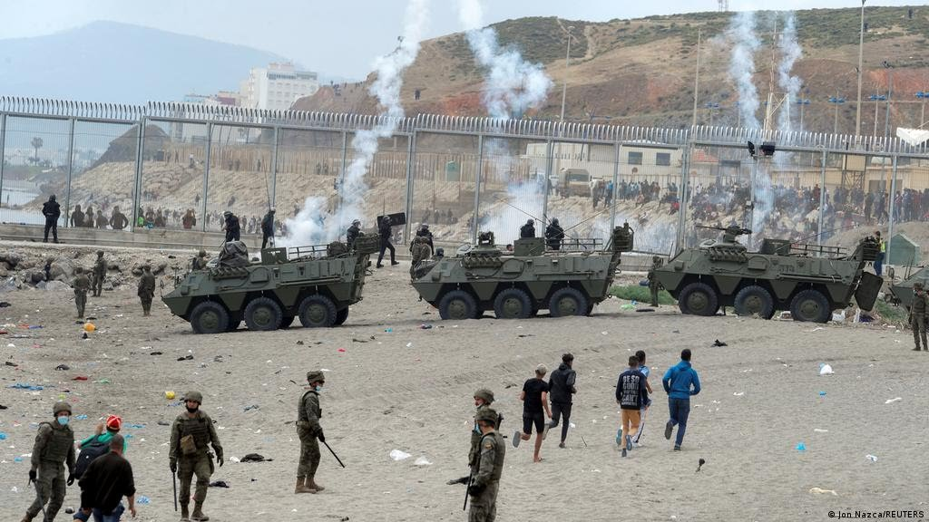 """صورة وزيرة الدفاع الإسباني تتهم المغرب بــ""""الاعتداء والابتزاز"""""""