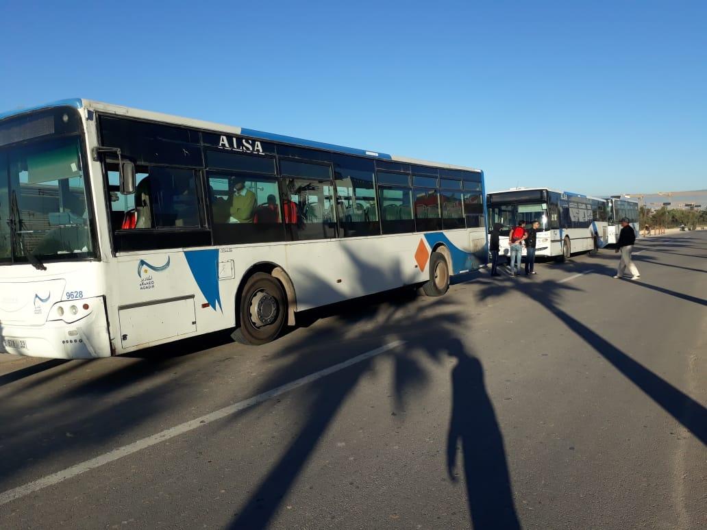 صورة ضعف شبكة الحافلات أثناء موعد الإمتحانات يغضب طلبة جامعة ابن زهر بأكادير