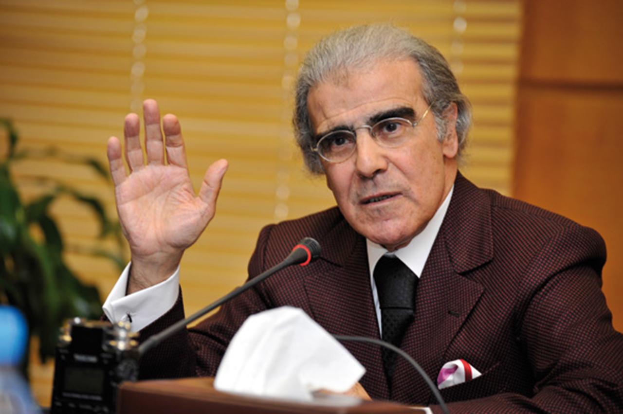 صورة والي بنك المغرب يفجرها : لاثقة في الأحزاب السياسية ولا الباكور