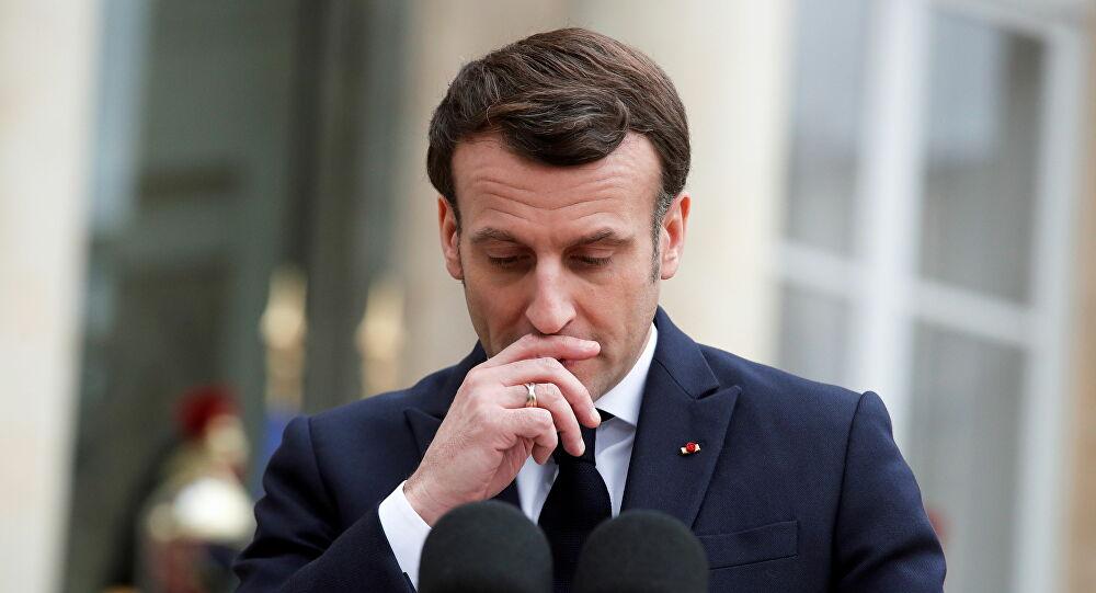 صورة هكذا علق الرئيس الفرنسي على الصفعة التي تلقاها من مواطن فرنسي