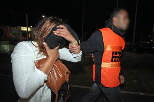صورة توقيف فتاة بمحطة إنزكان قادمة من الشمال بحوزتها 3 كلغ من المخدرات وهواتف نقالة