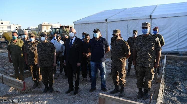 صورة الرئيس التونسي يصدر أوامره للجيش بإدارة أزمة كورونا