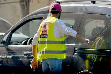 """صورة """"جشع"""" حراس السيارات المزيفين بالدار البيضاء .. حينما يطفح الكيل"""