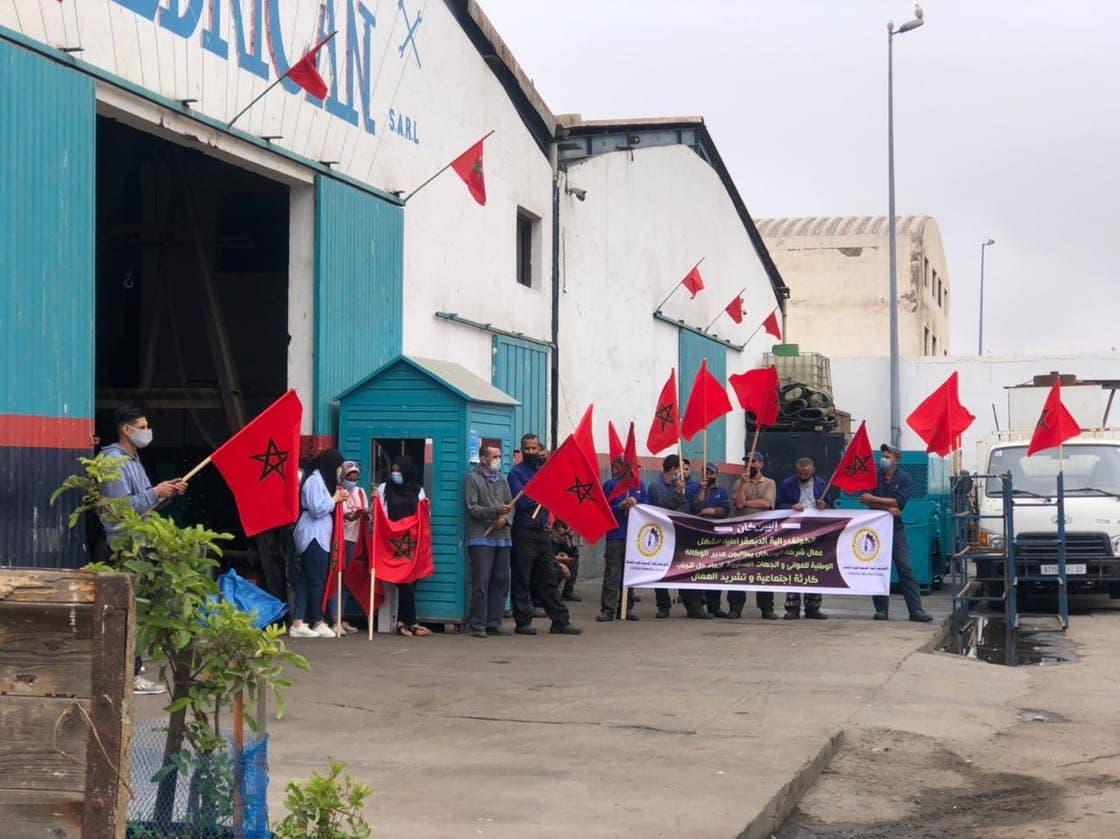 صورة قبيل عيد الأضحى .. إغلاق شركة بحرية في ميناء أكادير يخرج عشرات العمال للإحتجاج