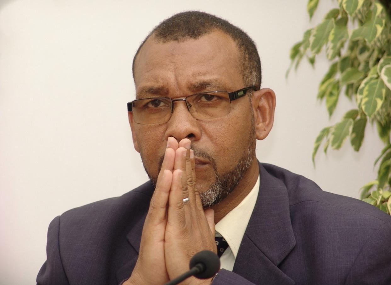 صورة استغلال آليات الجماعة لأغراض إنتخابية .. جمعية حقوقية  تجر رئيس جماعة تطوان إلى القضاء