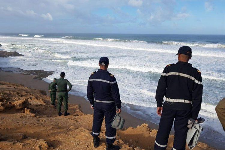 صورة شاطئ الحسيمة يلفظ جثة مفصولة الرأس