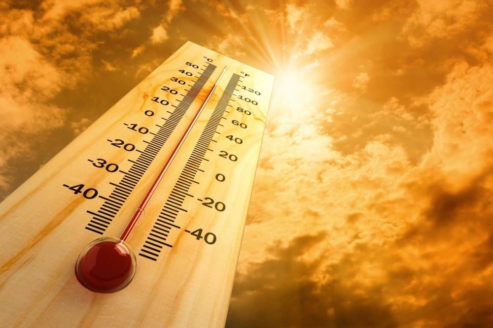 صورة نشرة إنذارية : موجة حر ما بين 42 و 48 درجة من اليوم الخميس إلى السبت المقبل بعدد من مناطق المملكة