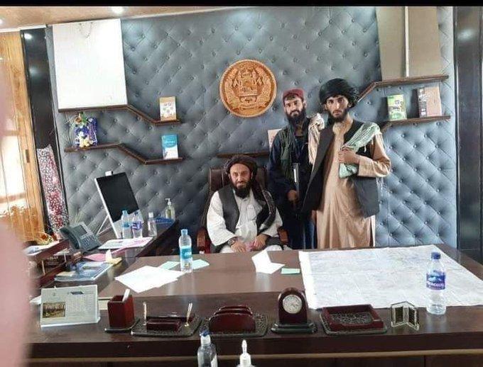 صورة طالبان تفرض سيطرتها على كابل وتدخل القصر الرئاسي