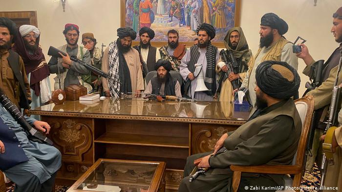 صورة طالبان تصدر عفوا عاما عن موظفي الدولة وتحث النساء على المشاركة في حكومتها !
