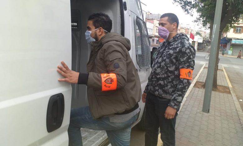 """صورة اعتقال أربعة متورطين في تزوير جوازات التلقيح ضد """"كورونا"""""""
