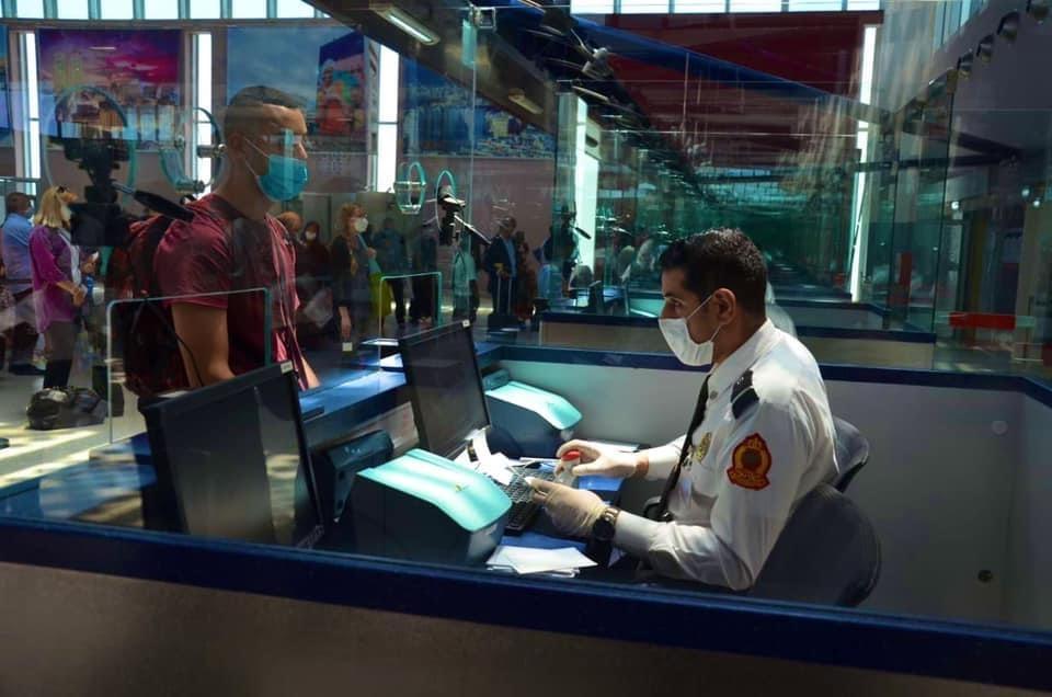 """صورة تزوير شهادة """"كوفيد"""" يجر طالب للإعتقال بمطار وجدة"""