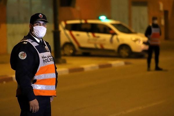 صورة إغلاق الحمامات والمسابح ومنع التنقل مِن و إلى الدار البيضاء مراكش وأكادير