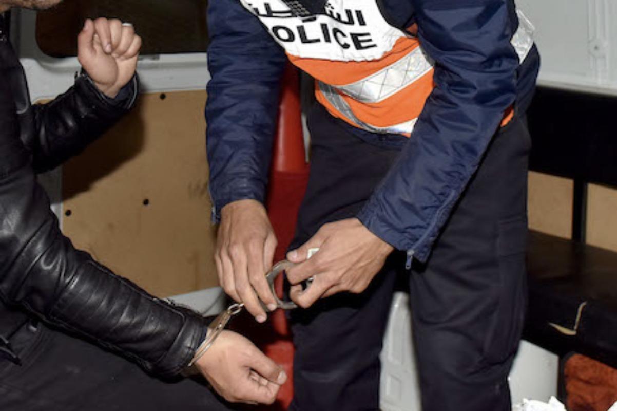 صورة توقيف شخص في حالة سكر أضرم النار في زوجته بالبيضاء