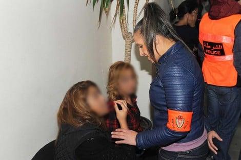 """صورة المحمدية .. اعتقال فتاتين اعتديتا على شرطي بسبب """"الكمامة"""""""