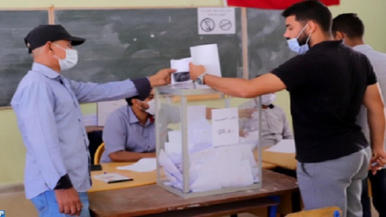 صورة اشتوكة .. اقبال كبير من طرف الشباب على صناديق الاقتراع