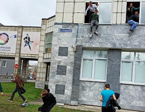 صورة بطلها طالب جامعي .. 8 قتلى في حادث إطلاق نار بجامعة روسية