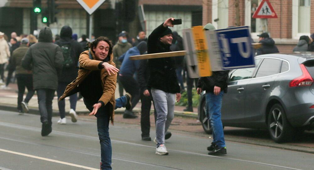 صورة هولندا | مظاهرات ضد الزامية تقديم شهادة اللقاح بالأماكن العامة