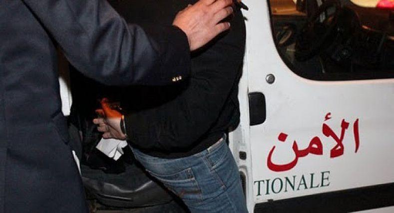 صورة ضمنهم شرطيان.. النصب والاحتيال والسرقة يجر 4 أشخاص للإعتقال