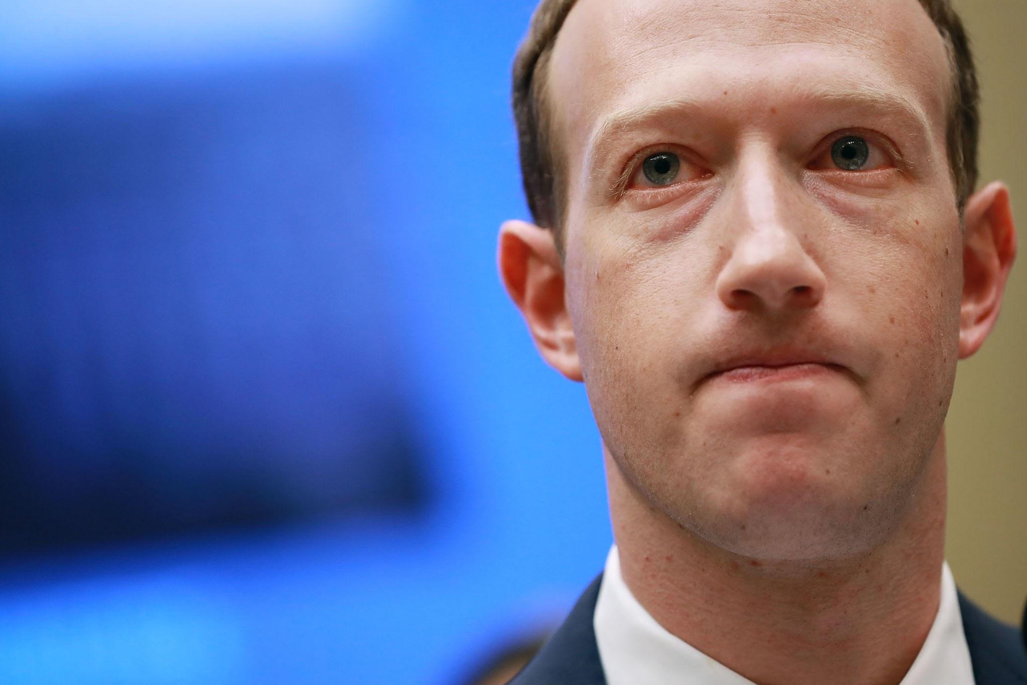 """صورة بعد الإنقطاع العالمي .. """"مارك """" يخسر 7 مليارات دولار فى ساعات"""