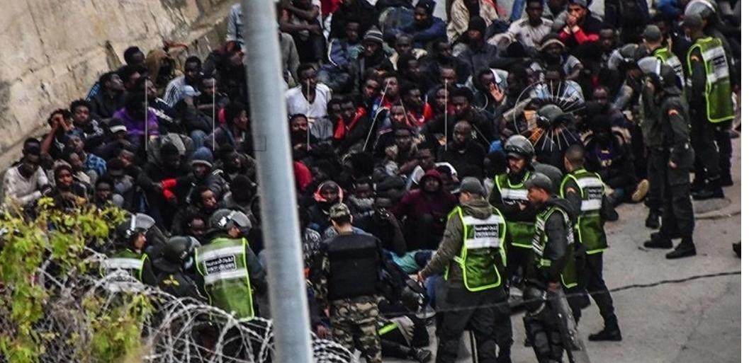 صورة السلطات المغربية تحبط عبور مئات المهاجرين إلى سبتة المحتلة