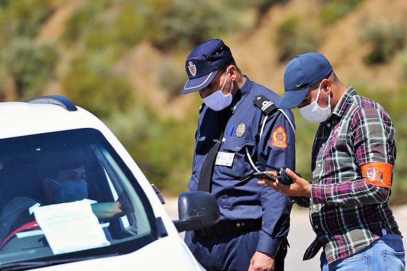 صورة في أول أيام فرض جواز التلقيح .. غرامة 300 درهم على المسافرين غير المتوفرين على الجواز